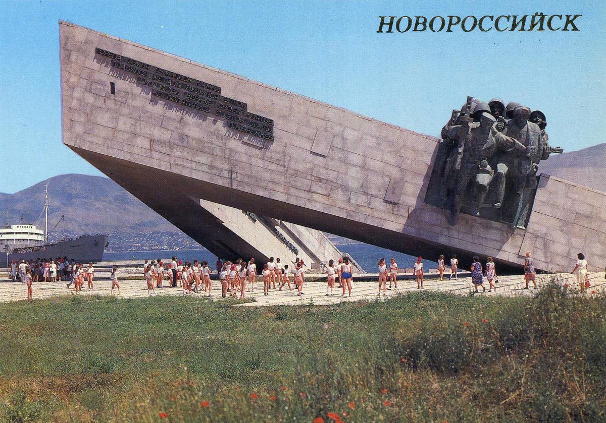 памятник защитникам малой земли: