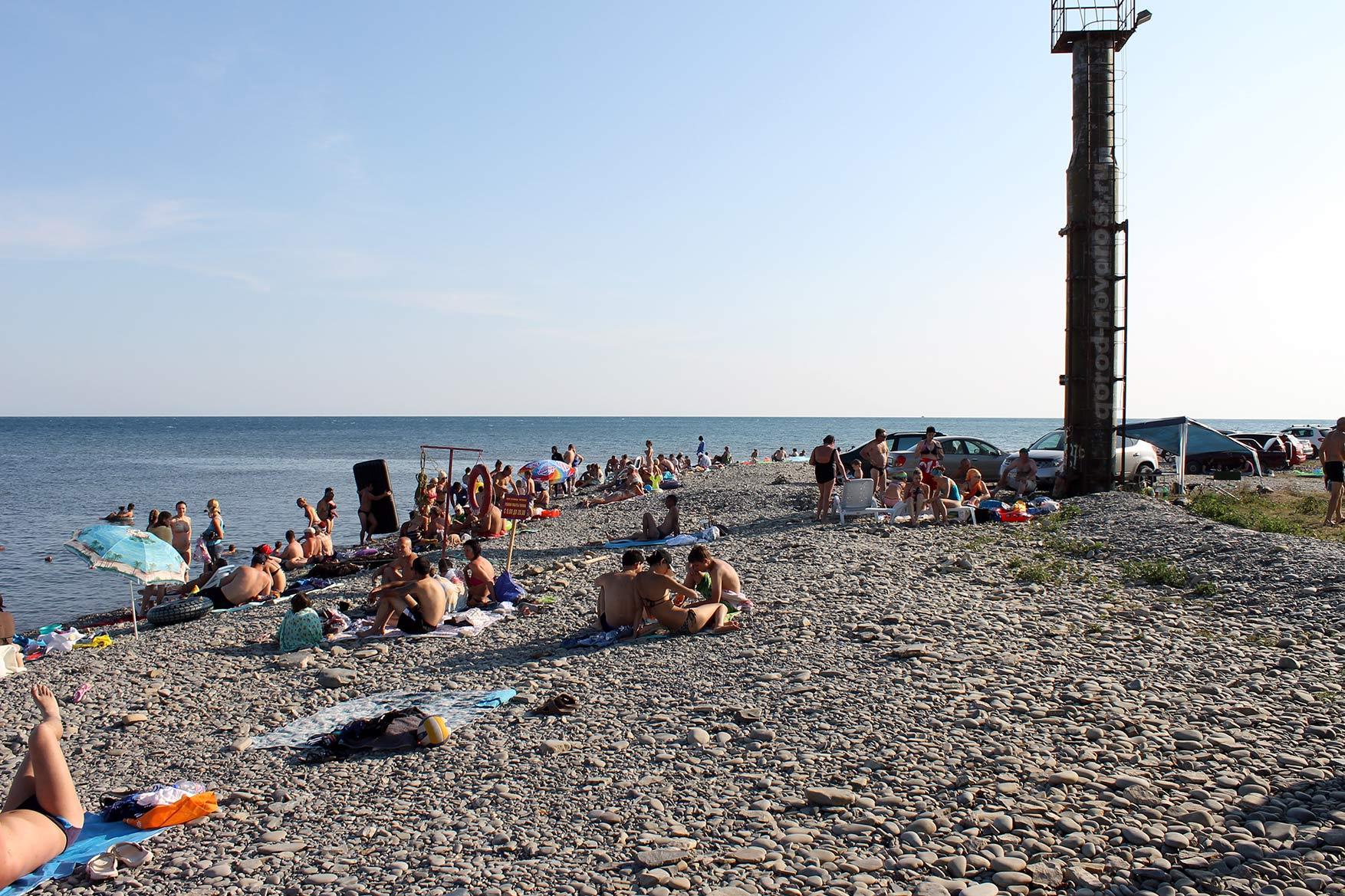Фото пляжа в широкой балке