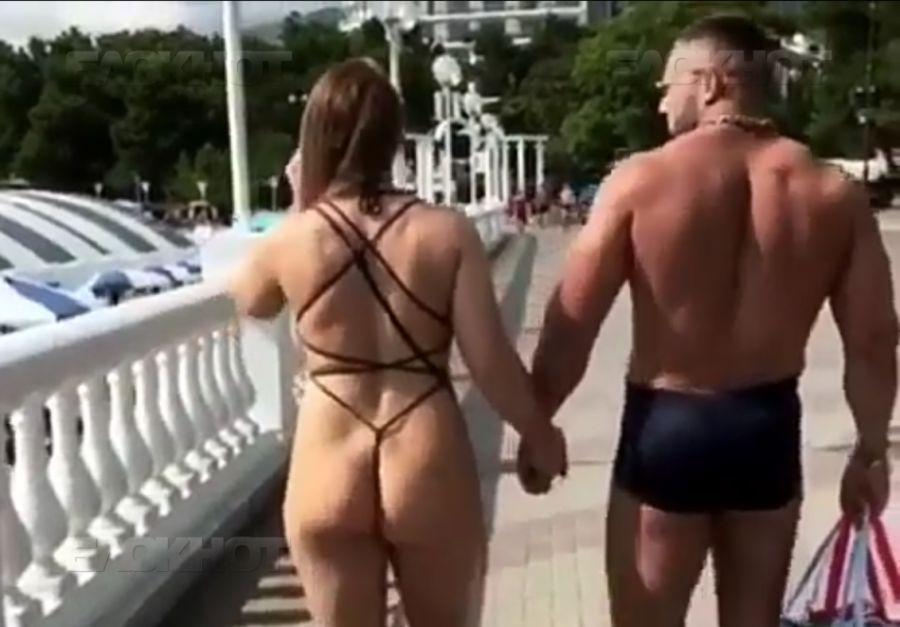 Видео в купальнике пацан