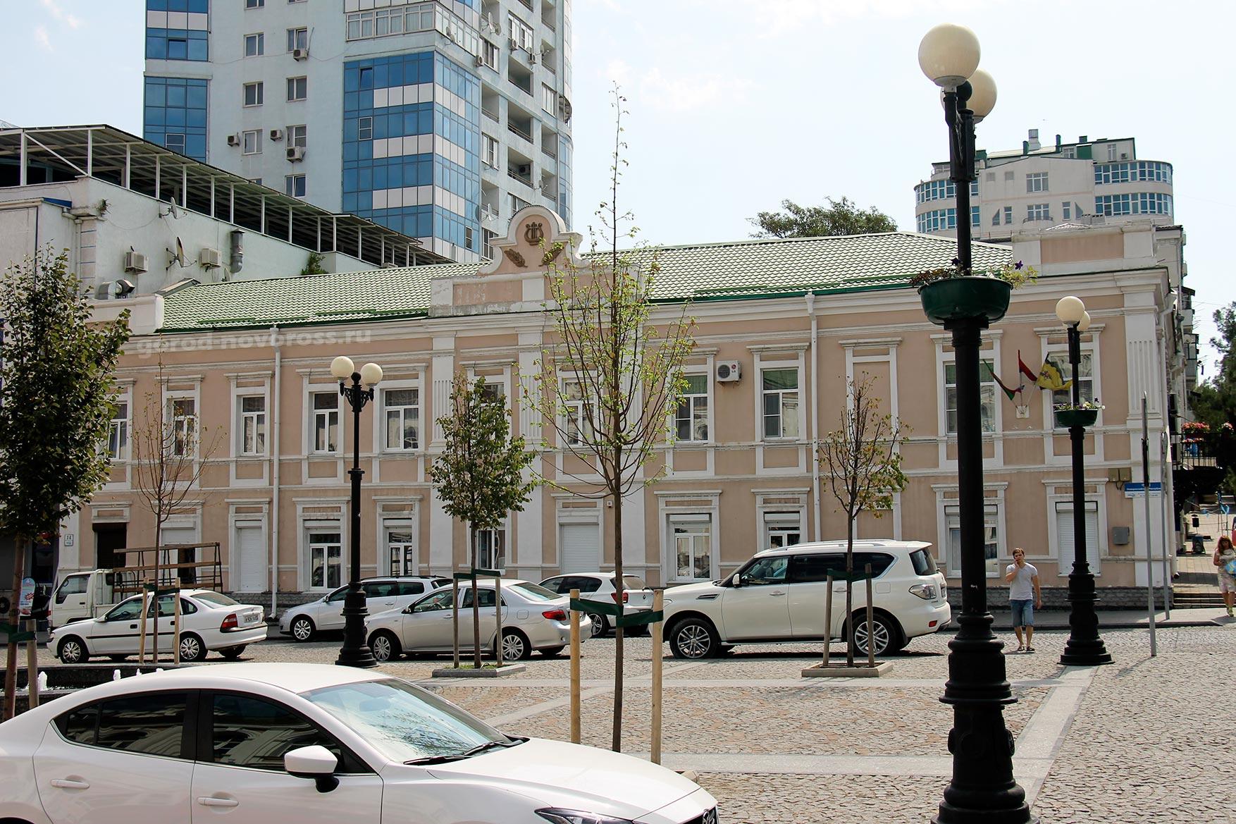 Фасад домов с короедом фото цену